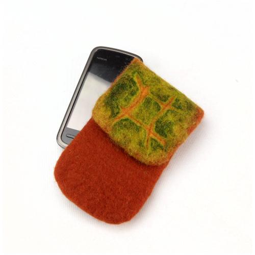 Gefilzte Handytasche in Herbstfarben aus Filz