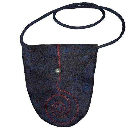 Tasche mit Spiralenapplikation aus Filz